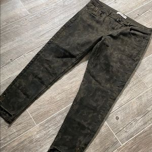 Zara Basic Cropped Camo Jeans w/Raw Zipper Hem